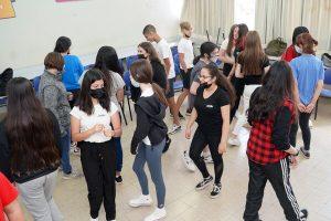 תלמידים מתרגלים ספוקן וורד באורט חולון